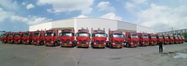 50台重汽豪沃T7国六危化品牵引车交付物流大客户
